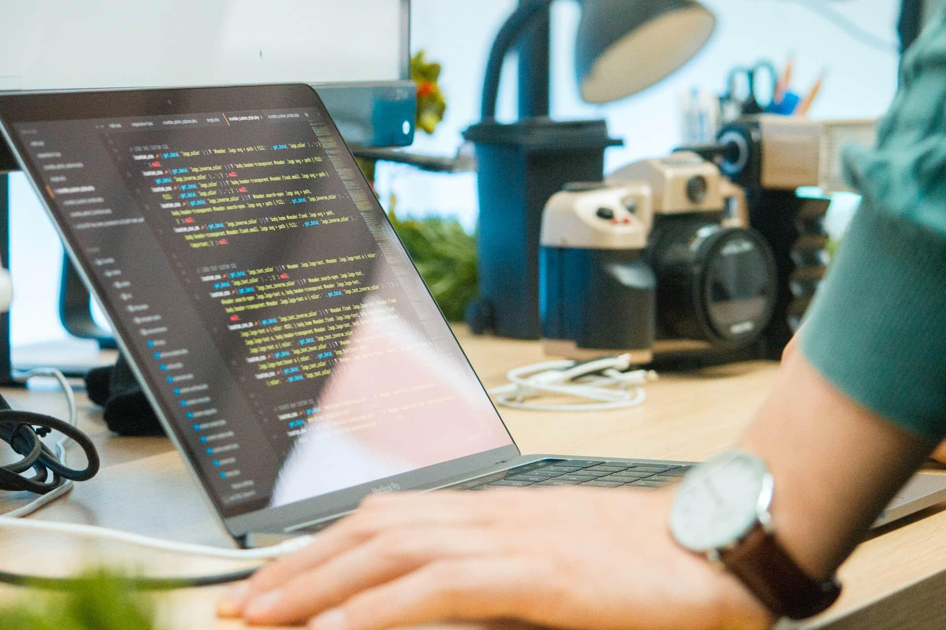 hacker-bueno-unsplash
